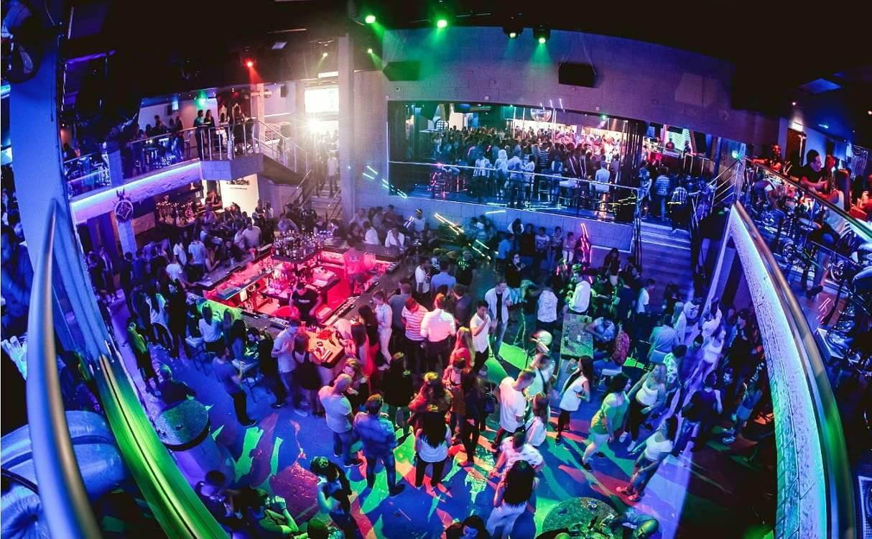 luchshie nochnye kluby ajya napy ulica barov v ajya nape