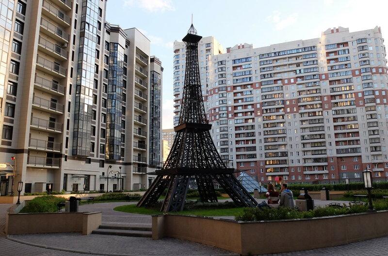 parizhskij dvorik v peterburge